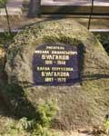 Камень с могилы Гоголя на могиле Булгакова.